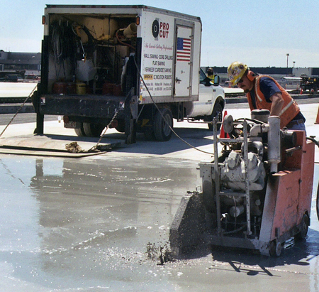 concrete-sawing-pavement